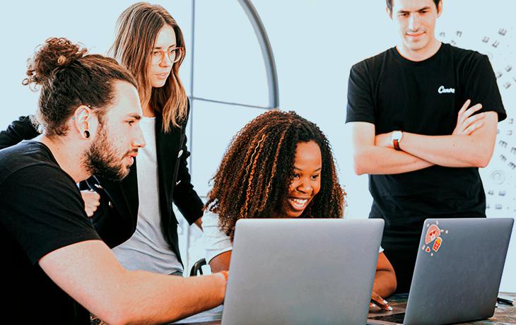 O que faz um estagiário de marketing digital?